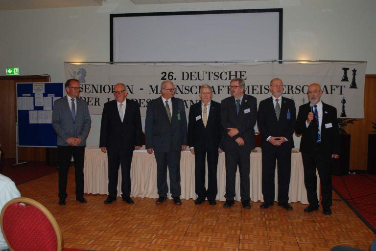 DSB-Seniorenreferent Gerhard Meiwald bedankt sich bei seinem Schiedsrichterteam